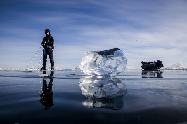 Особенно прекрасно озеро, когда покрыто прозрачным льдом.