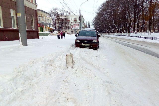 Снег, накаты, колейность – по таким дорогам не каждый может проехать.
