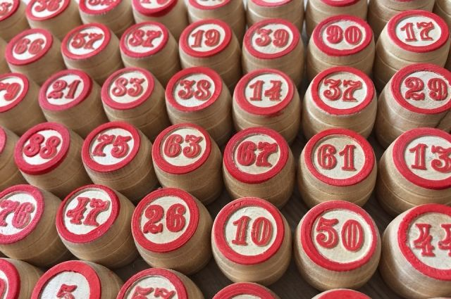 Крупные суммы в лотерею выигрывают немногие.