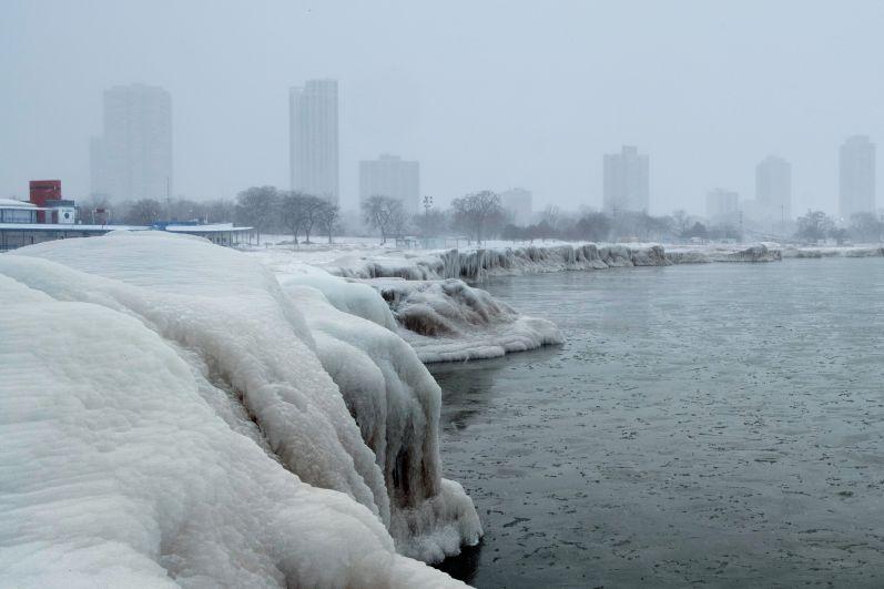 Вид на Чикаго с Северного проспекта пляжа на озере Мичиган.