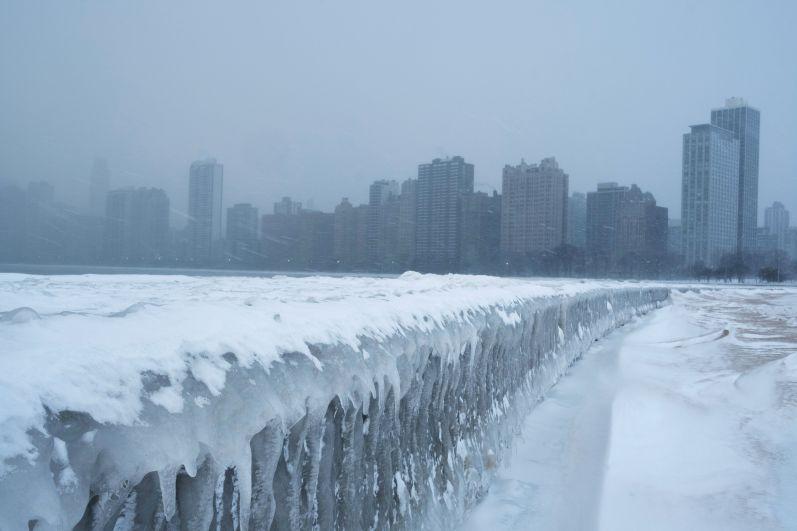 Замерзший пляжа на озере Мичиган.