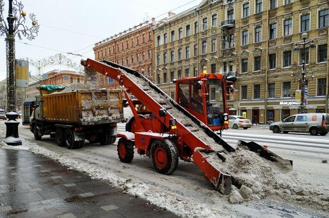 Тюменская снегоуборочная техника показала готовность к снегопаду