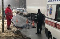 В Киеве водитель грузовика переехал женщину и скрылся: объявлен «Перехват»