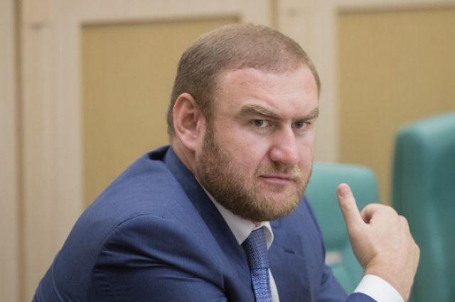 Самый молодой сенатор Рауф Арашуков обвиняется по трём статьям.