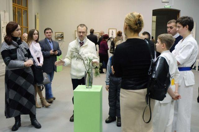 В Арт-резиденции открылась выставка «Влюблённой хризантемы лепестки».