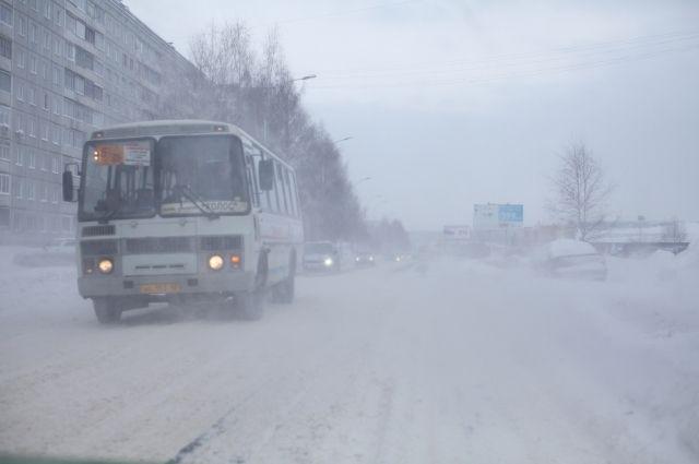 Аварийные бригады обеспечат готовность резервных автобусов.