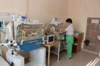 Сегодня выхаживают детей размером с ладошку, но глубоко недоношенные дети часто имеют пороки развития.
