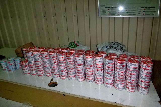 Двое россиян пытались ввезти из Польши почти 300 баночек снюса