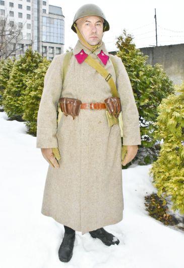 Так выглядела форма советского солдата.