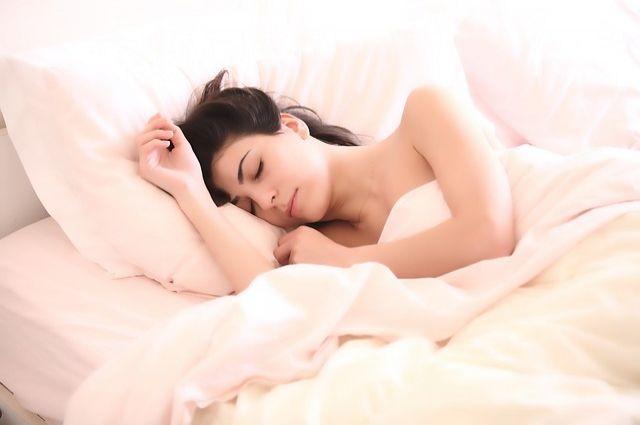 Перед сном лучше оставить грустные размышления, тогда и засыпание, и пробуждение станут более лёгкими.