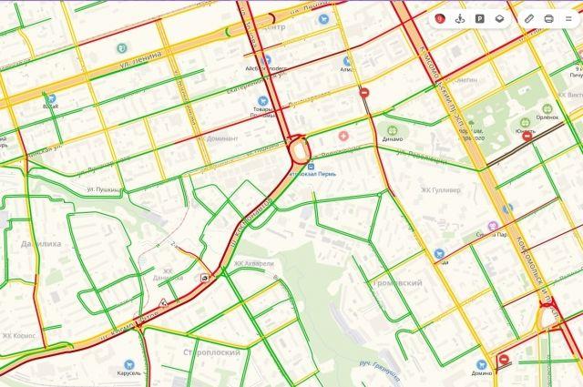Скорость движение на шоссе Космонавтов – два километра в час. Также по данным, сервиса, пробка скопилась и на улице Чкалова в районе сквера им. Субботина. Там произошло два ДТП.