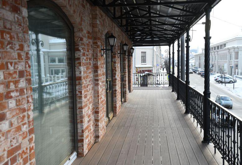 Фундамент здания укрепили и сделали бетонный пояс.