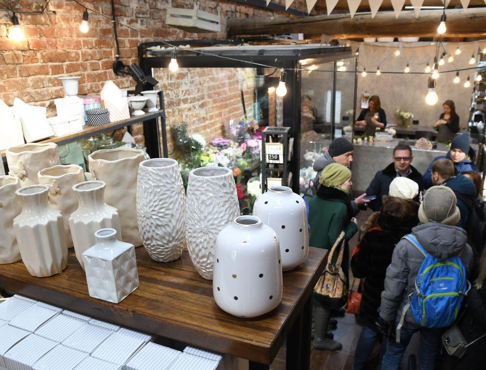 Сегодня функционал здания частично восстановлен – здесь разместились кафе и магазины.