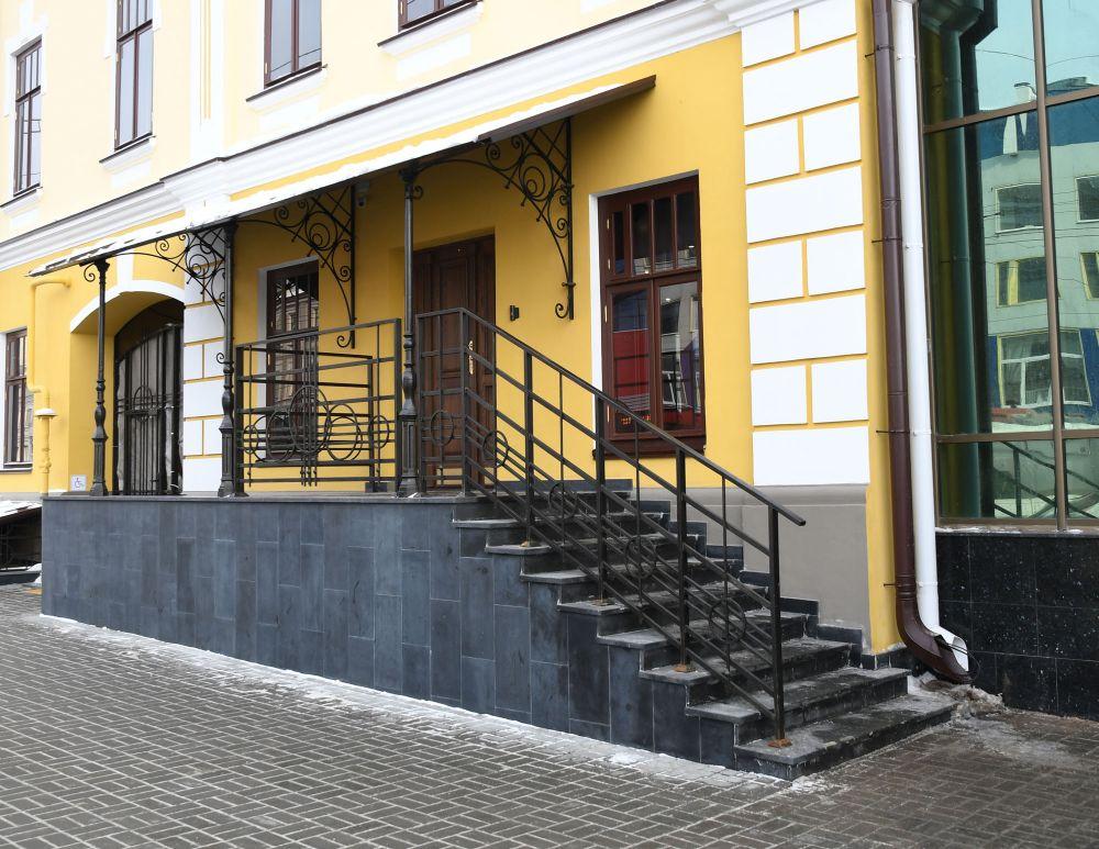 Дом по ул.Пушкина, 10 был построен в 1860 году для торговца железом Павла Лисицына. Сегодня здание имеет статус памятника регионального значения.