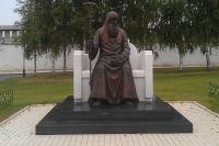 Памятник Святителю Иову в Свято-Успенском монастыре (Старица).
