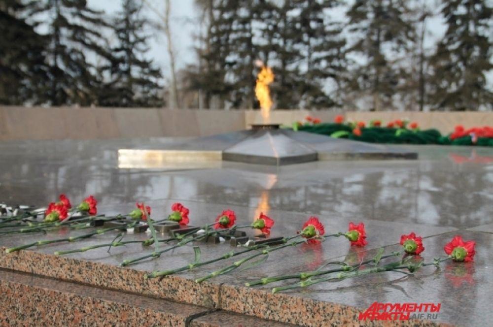 В честь генерала названы улицы в Москве, Иркутске, Калининграде, Мытищах, Нахабино, Витебске, Истре и Шелехове.