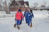 Студенты из отряда «Прометей» в поселке Затон.