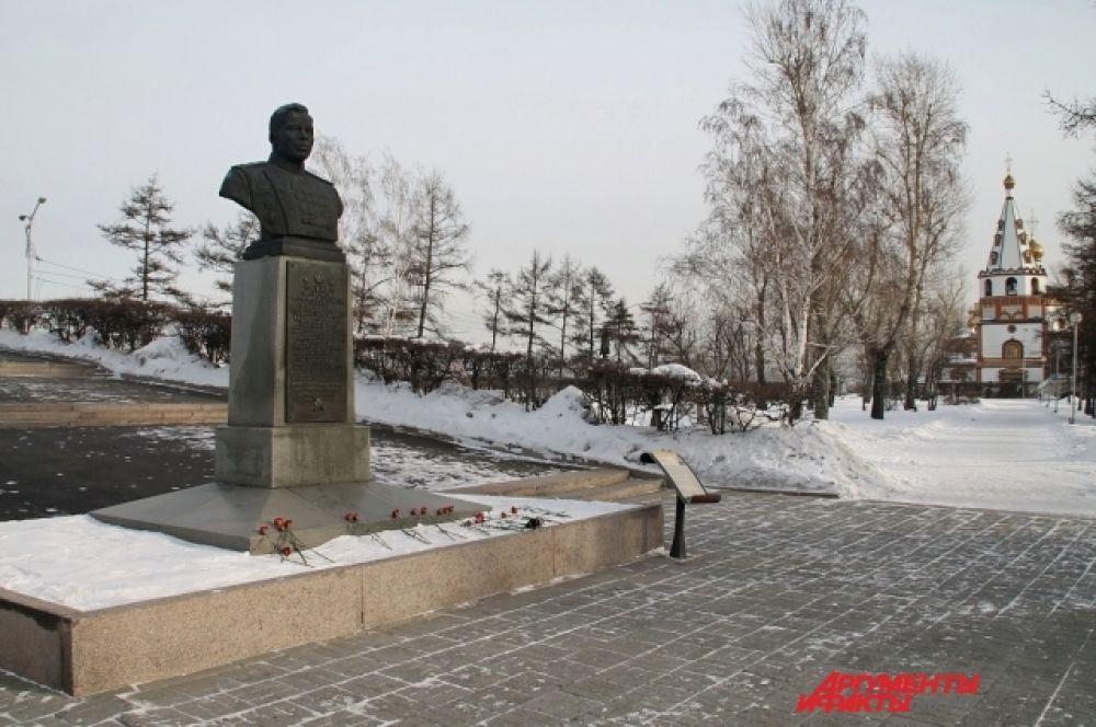 Мемориальные доски установлены в Иркутске, Москве и Витебске.