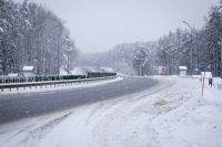 Уже при - 25С, реагент недостаточно эффективен и на дороге образуется тонкий и незаметный слоя льда.