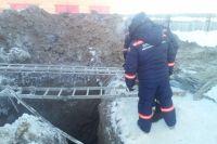 Спасатели были вынуждены прекратить на ночь работы из-за угрозы повторного обвала.