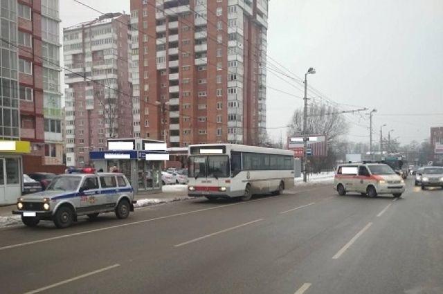 В Калининграде пожилой пассажир получил травмы, выходя из автобуса