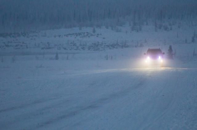 На посту ДПС возле Ноябрьска пережидают холода водители почти 20 машин