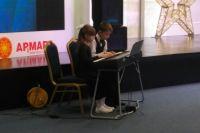 Воспитанники детских музыкальных школ и школ искусств выступили со своими номерами.