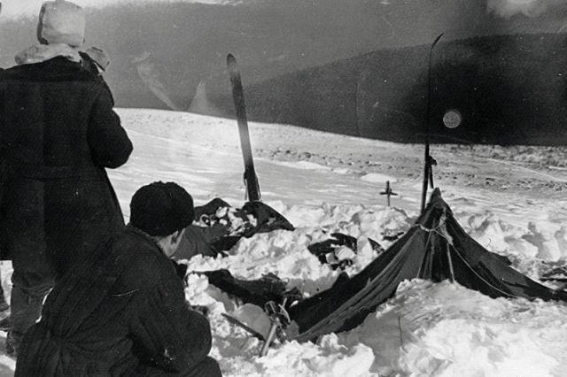 Найденная палатка группы Дятлова. Фото спасателя Вадима Брусницына от 26 или 28 февраля 1959 года.