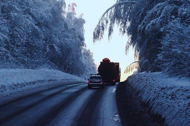 Автобус с 18 пассажирами сломался на трассе под Новосибирском в мороз -38