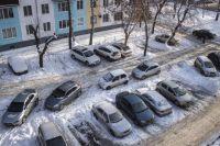 Жильцы хотели бы избежать подобного скопления машин во дворе.