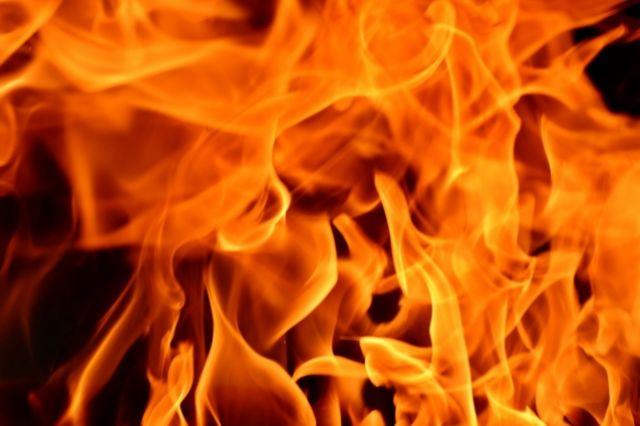 Огонь вспыхнул в задней части.