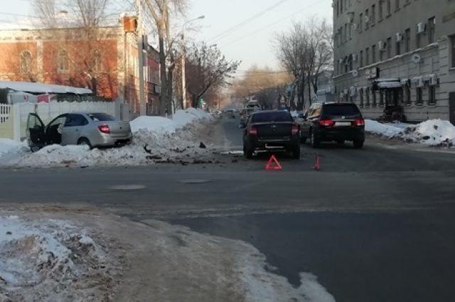 В аварии в Оренбурге пострадали несовершеннолетние пассажиры.