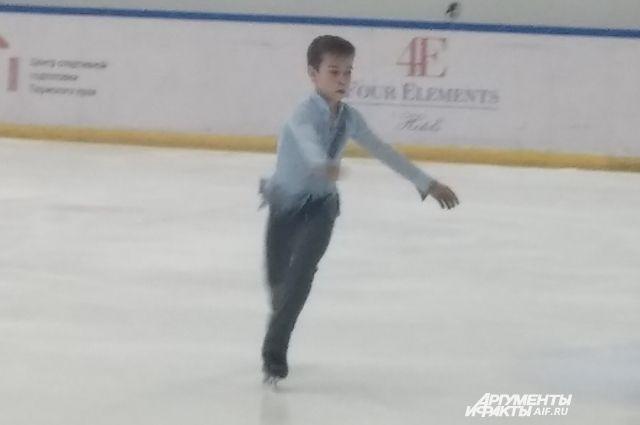 Даниил Самсонов лидирует после короткой программы.
