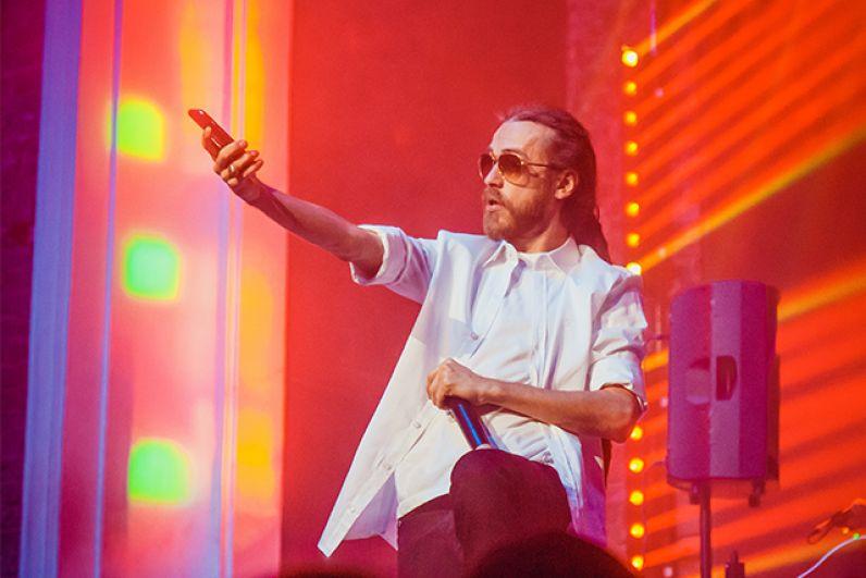 Децл во время концерта в Воронеже, 2015 г.