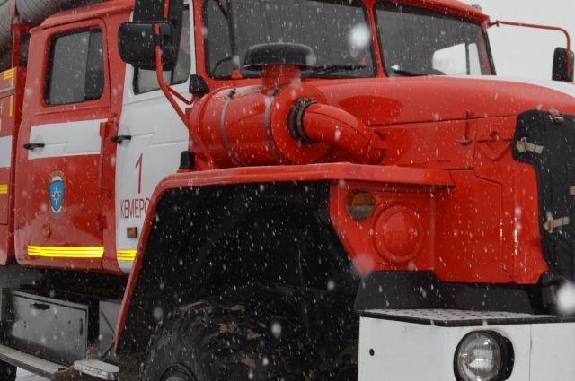 В Оренбургском районе 8 пожарных тушили надворные постройки