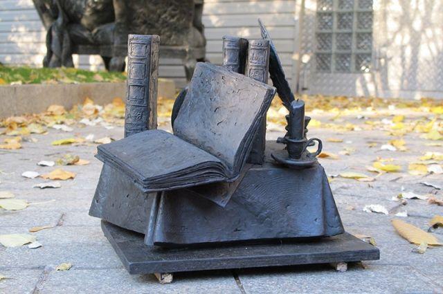 Оренбургский памятник словарю Даля занял 2-е место в народном голосовании