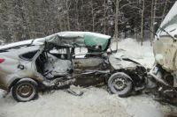 В результате ДТП водитель и пассажир автомобиля «Лада-Гранта» – 39-летняя женщина – получили смертельные травмы.