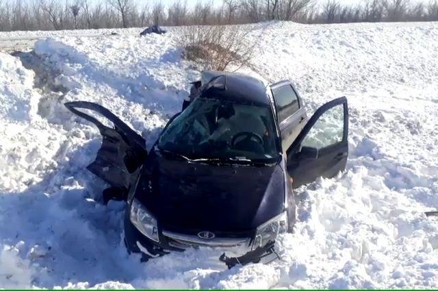 В Домбаровском районе в ДТП с грузовиком и «Ладой» погибла женщина