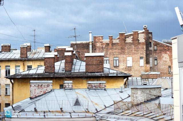 В Салехарде проверили УК, по крыше дома которой бегали подростки