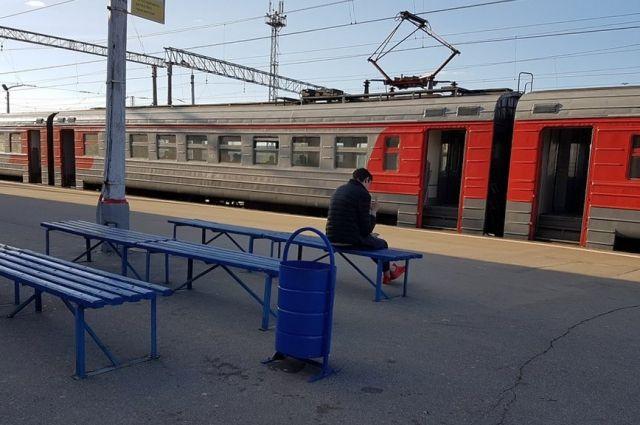 Машинист пытался затормозить, но не успел остановить поезд.