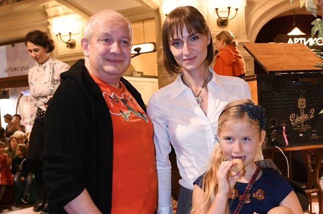 Дмитрий Марьянов с супругой Ксенией и дочерью Анфисой.