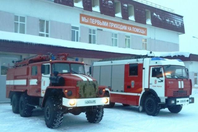 В Новом Уренгое удалось спасти от пожара деревянную двухэтажку