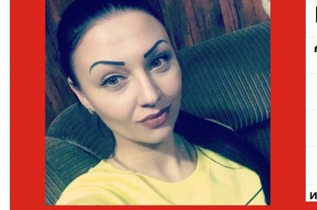 Рост Александры Бондаревой 165 см, вес 50 кг, имеет длинные чёрные волосы.
