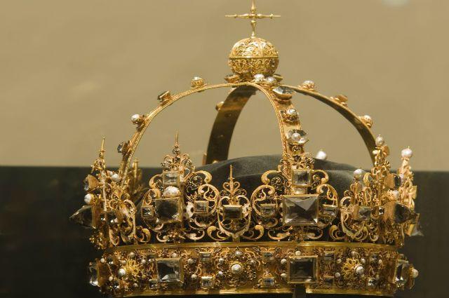 корона короля Карла IX, архивное фото