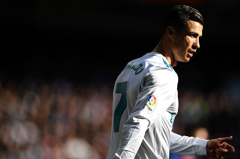 Сборную Португалии Роналду привел к победе на чемпионате Европы-2016. В его активе также серебро ЧЕ-2004 и бронза ЧЕ-2012.
