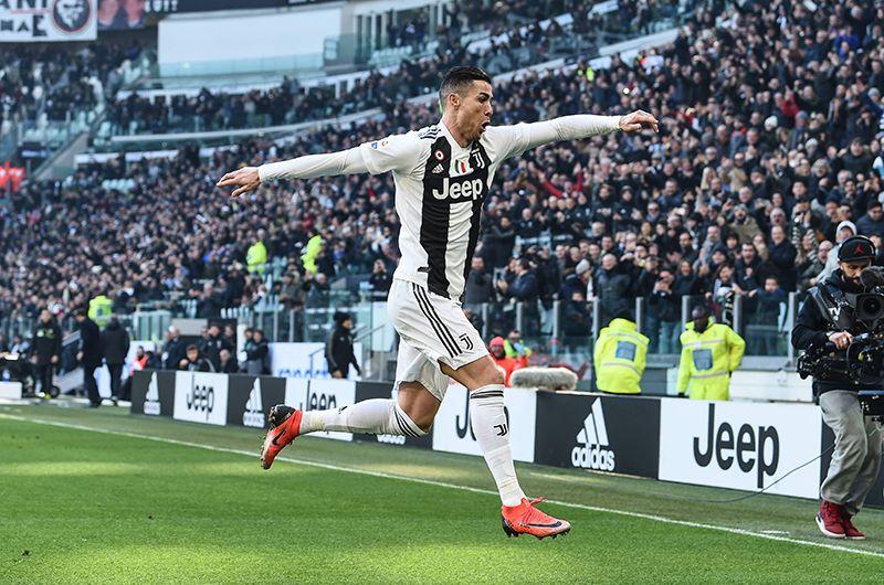 В 2018 году итальянский «Ювентус» приобрел 33-летнего Криштиану Роналду у мадридского «Реала». Сумма трансфера составила 112 млн евро. За сезон португальский нападающий получает порядка 30 млн евро.