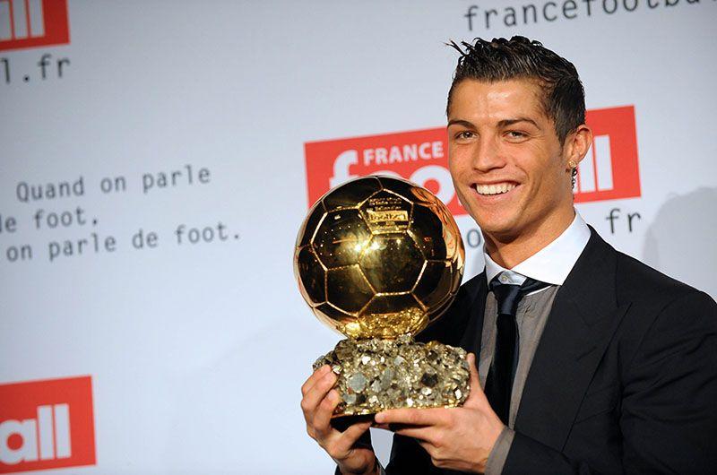 Роналду - пятикратный обладатель самой престижной мировой индивидуальной награды — «Золотого мяча».