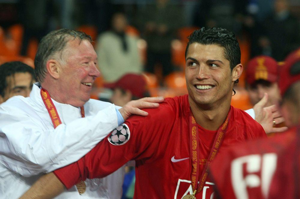 В 2007 году португалец подписал пятилетний контракт с клубом, предусматривавший также увеличение зарплаты до 120 000 фунтов в неделю, что сделало его самым высокооплачиваемым футболистом в истории «Манчестер Юнайтед».