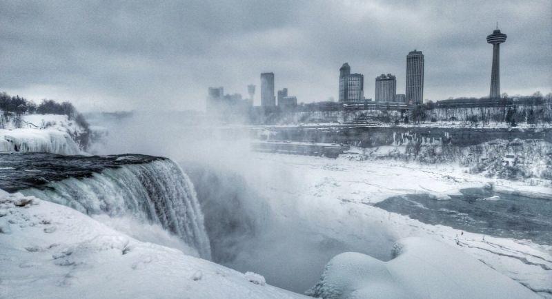 В регионе температура резко снизилась до -20 градусов из-за сильного зимнего шторма.