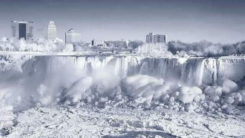 Ниагарский водопад поражает и завораживает своей природной красотой и мощью.